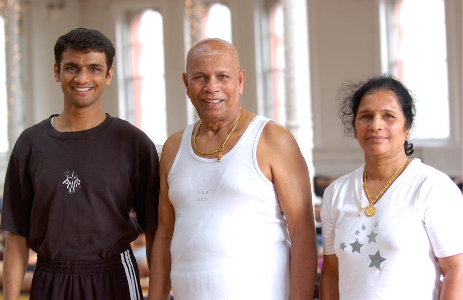 4.Sharath, Pattabhi Jois y su hija Saraswati